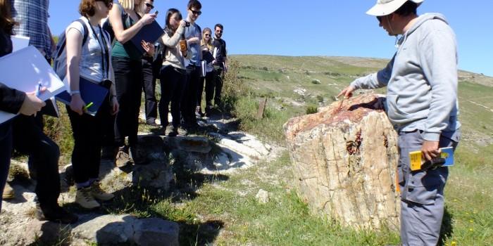 Φοιτητές του Πανεπιστημίου του Λονδίνου Επισκέφτηκαν το Μουσείο Φυσικής Ιστορίας και τα υπαίθρια Πάρκα του Απολιθωμένου Δάσους Λέσβου