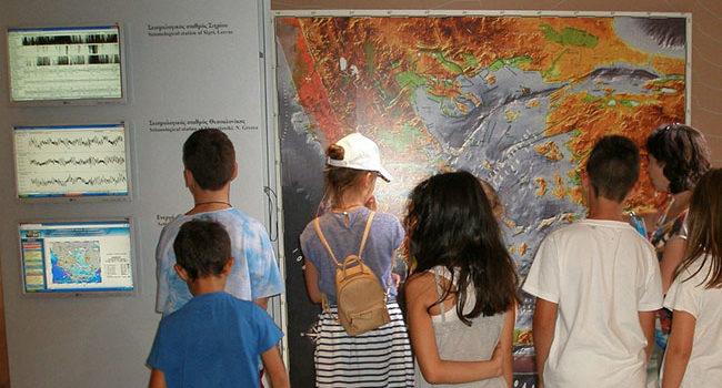 13 ΟΚΤΩΒΡΙΟΥ 2017  ΔΙΕΘΝΗΣ ΗΜΕΡΑ ΜΕΙΩΣΗΣ ΤΩΝ ΦΥΣΙΚΩΝ ΚΑΤΑΣΤΡΟΦΩΝ </br>Βιωματικό εκπαιδευτικό πρόγραμμα &#038; προσομοίωση καταστροφικών σεισμών για την αντιμετώπιση του σεισμικού κινδύνου για μαθητές   στο Μουσείο Φυσικής Ιστορίας Απολιθωμένου Δάσους Λέσβου