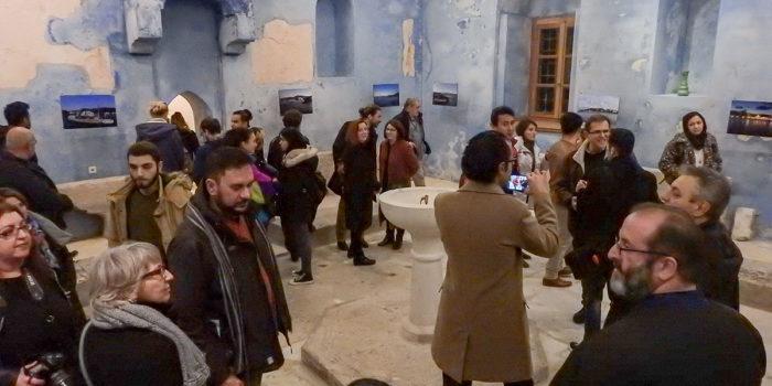 Εγκαινιάσθηκε η έκθεση φωτογραφίας</br>«Η Λέσβος με τη δική μου ματιά»</br>του Amir Ali, T-GAG photography</br>στο οθωμανικό λουτρό Μυτιλήνης (Τσαρσί Χαμάμ)</br>Τετάρτη 29 Ιανουαρίου 2020