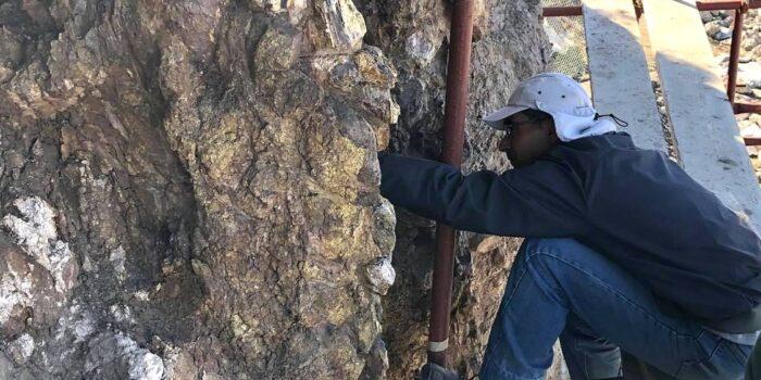 ΕΝΑ ΥΠΑΙΘΡΙΟ ΜΟΥΣΕΙΟ ΓΕΝΝΙΕΤΑΙ ΣΤΗ ΔΥΤΙΚΗ ΛΕΣΒΟ<br>Ο νέος οδικός άξονας Καλλονής – Σιγρίου διηγείται το γεωλογικό παρελθόν του Αιγαίου σε ένα ταξίδι 20 εκατομμύριων ετών